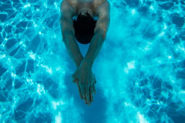 夢占い「プールに飛び込む」という夢の診断結果