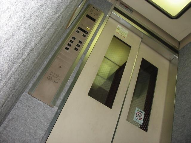 夢占い「エレベーターに閉じ込められる」夢の診断結果